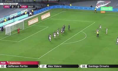 Perú vs. Argentina: Gianluca Lapadula forzó a 'Dibu' Martínez en un tiro libre | VIDEO
