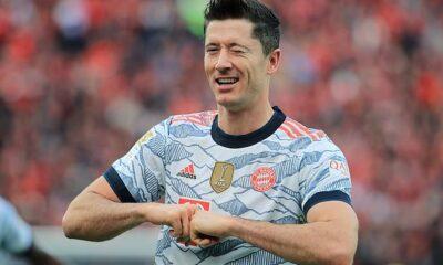 Robert Lewandowski anotó un doblete en la primera mitad cuando el Bayern goleó al Leverkusen el domingo